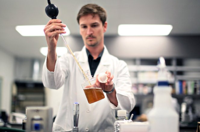 Troels Prahl, head of research and development at White Labs in San Diego, is working on a project to compare genetic data from yeasts with brewing data from more than 2,000 batches of beer. Credit Sandy Huffaker for The New York Times